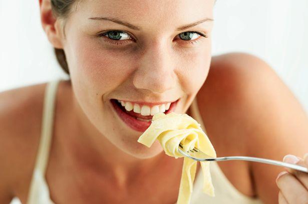 PROD-Woman-eating-pasta