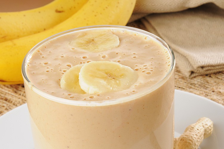 Peanut-Butter-and-Banana-Smoothie-1-750x498