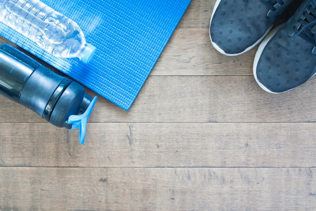 sport-and-workout-equipment-on-wood-background-flat-lay-of-healthy-lifestyle-concept_1428-331