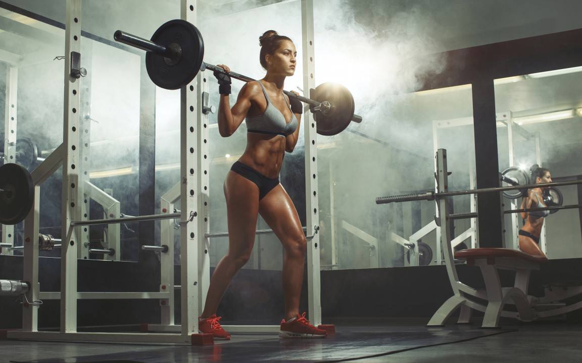 fit-girl-lifting-weights-in-the-gym-1152x720-wide-wallpapers.net