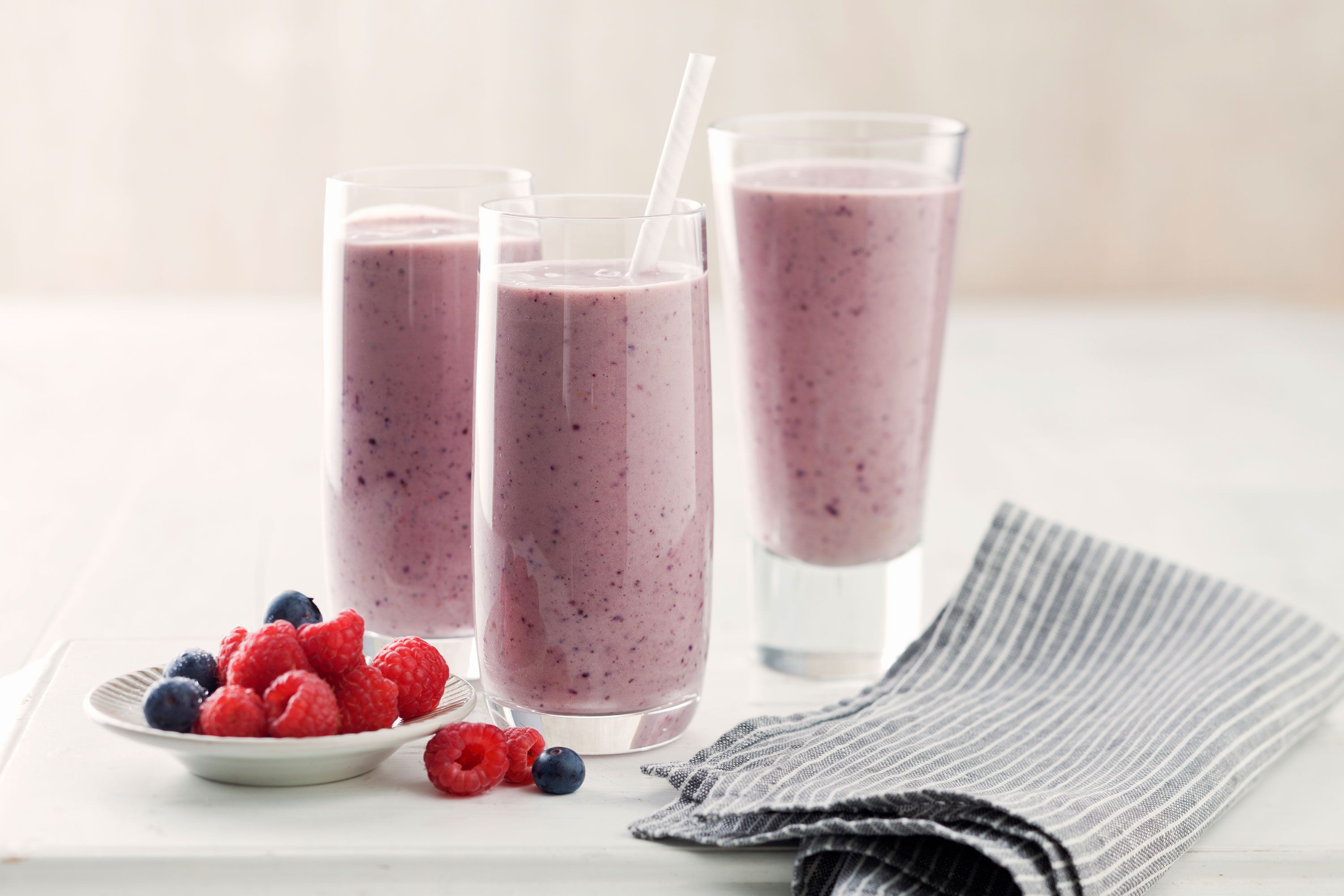 avocado-berry-power-smoothie-89171-1