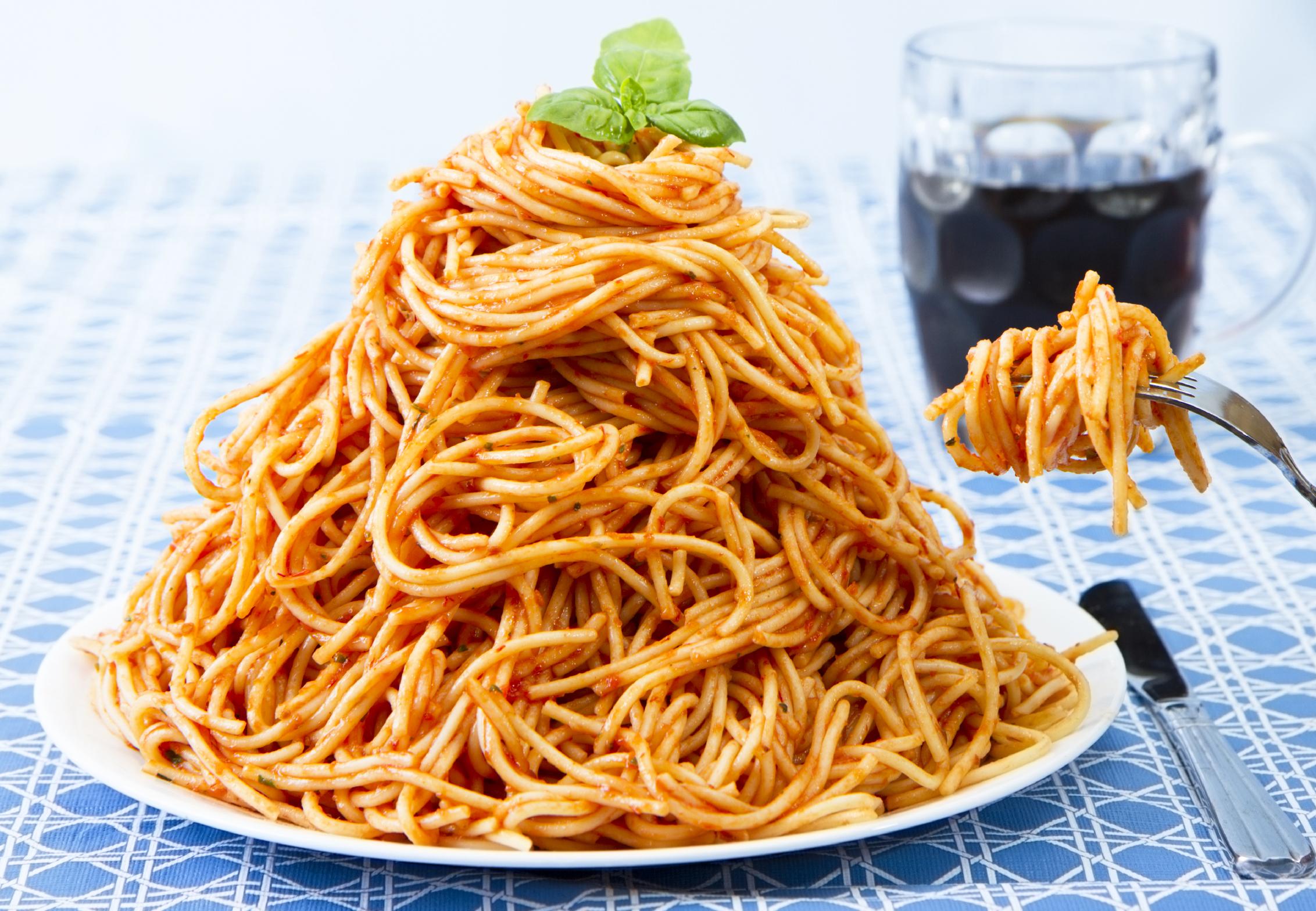overeat-spagetti-iStock_000016901791_Large.jpg